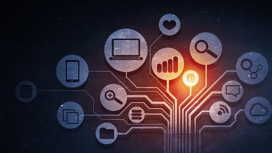 Social Media und E-Mail Marketing Hand in Hand